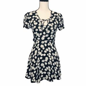 Forever 21 Black White Yellow Daisy Mini Dress